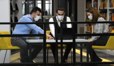 Bursa'da üniversite öğrencileri bilgisayara metinle verilen komutla tekstil desenleri üreten yazılım geliştirdi