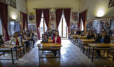 EBA TV İlkokul dersleri Hababam Sınıfı'nda çekildi