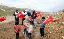 Gönüllü öğretmenlerden köy çocuklarına sürpriz