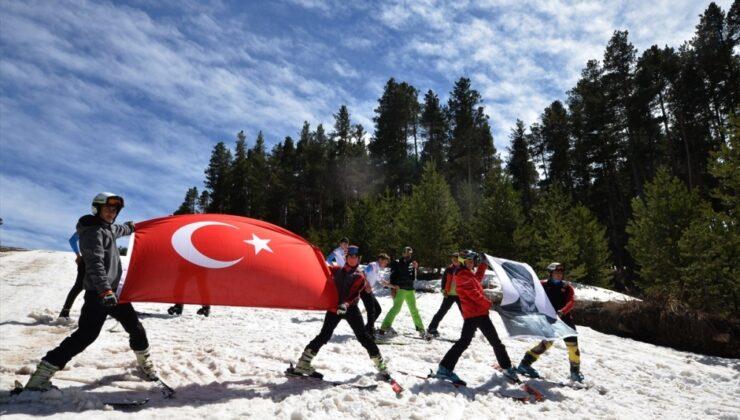 23 Nisan'ı kayak yaparak kutladılar