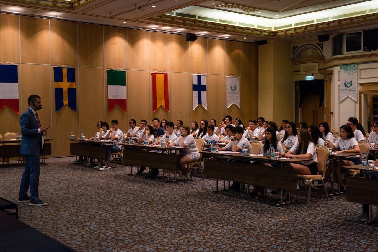 """Liseler, """"Liseli Büyükelçiler Programı"""" ile dünyaya açılıyor"""