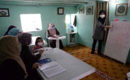 Okuma yazma bilmeyenler için köy köy dolaşıyor
