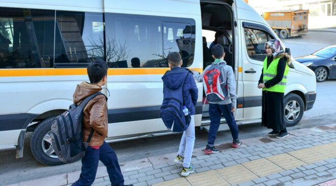 'Okul servis araçlarında 12 yaş şartı kaldırılsın' talebi