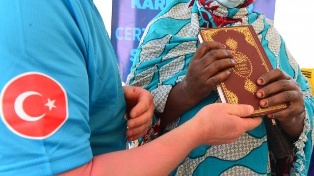 Afrikalı üniversite öğrencilerine dost eli