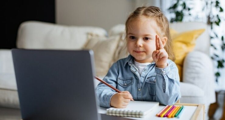 Uzaktan eğitimde çocuklara nasıl yardım edilir?