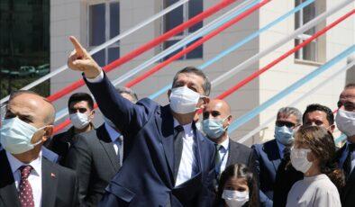 Bakan Selçuk, Mardin'de ziyaretlerde bulundu